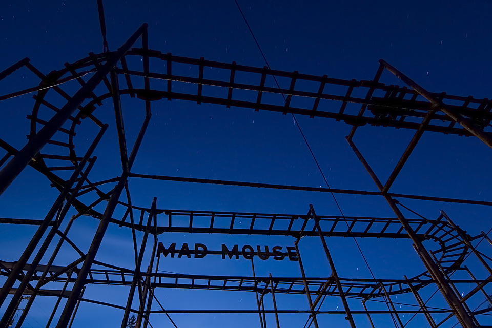 Mad Esses  :::::  Mouse's eye view of the rickety roller coaster.