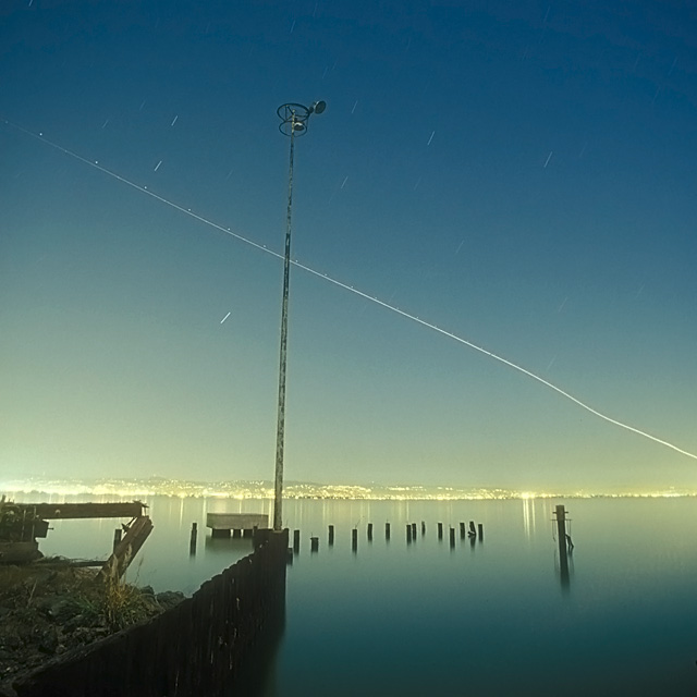 Out of OAK  :::::  Wobbly airliner out of Oakland International Airport.