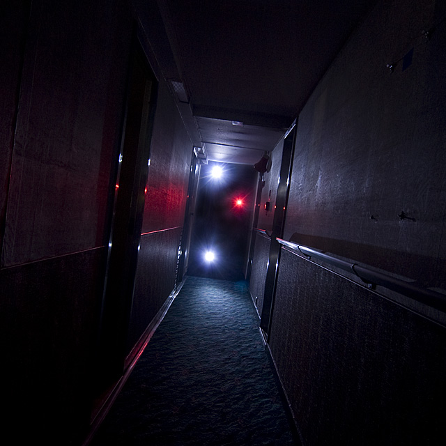 Haunted Hallway  :::::  An endless, totally dark maze.