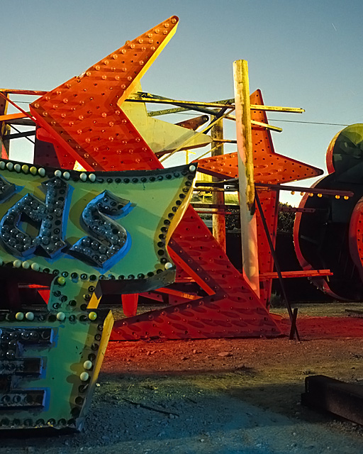 dsST  :::::  2002  ::::::  Film  :::::  Las Vegas Neon Museum.