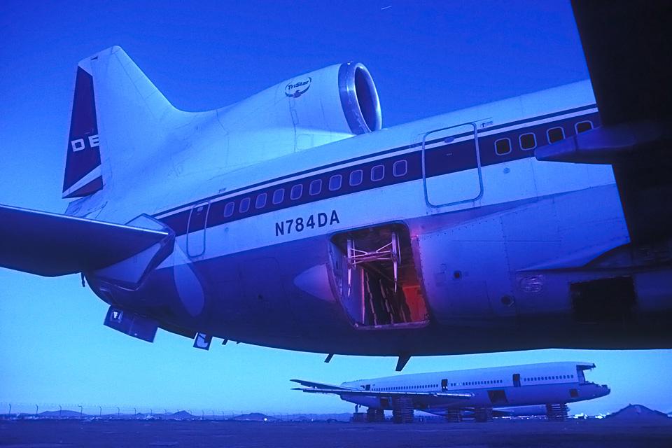 Baggage Door  :::::  2003  :::::  Delta L1011.