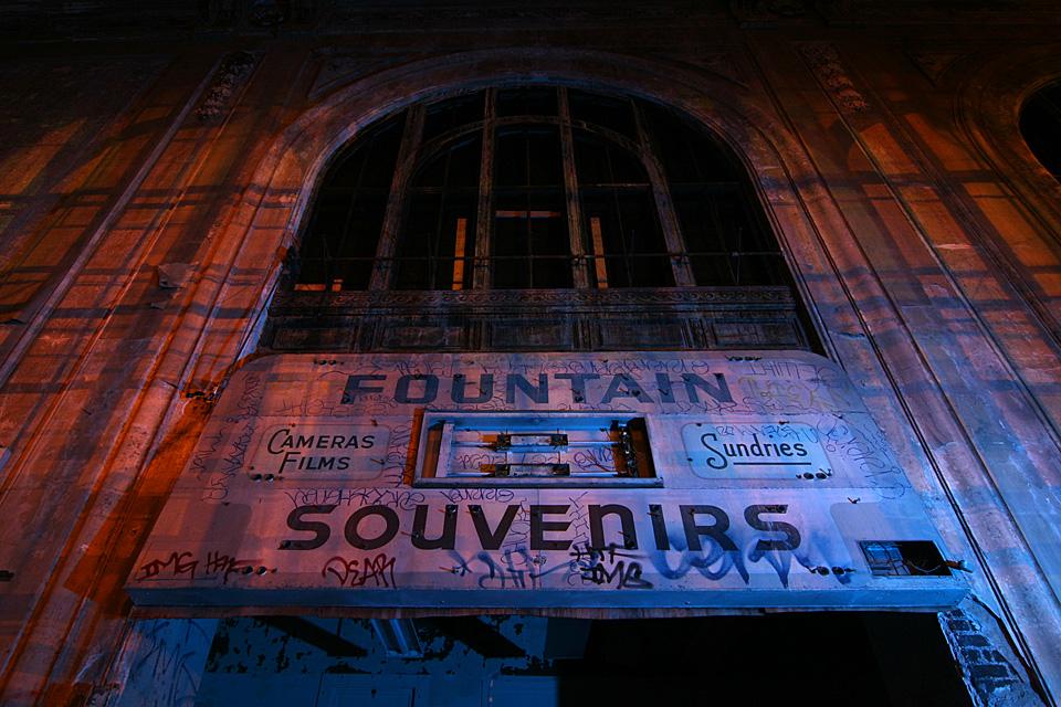 Fountain/Souvenirs  :::::  2006  ::::::  Oakland, California.