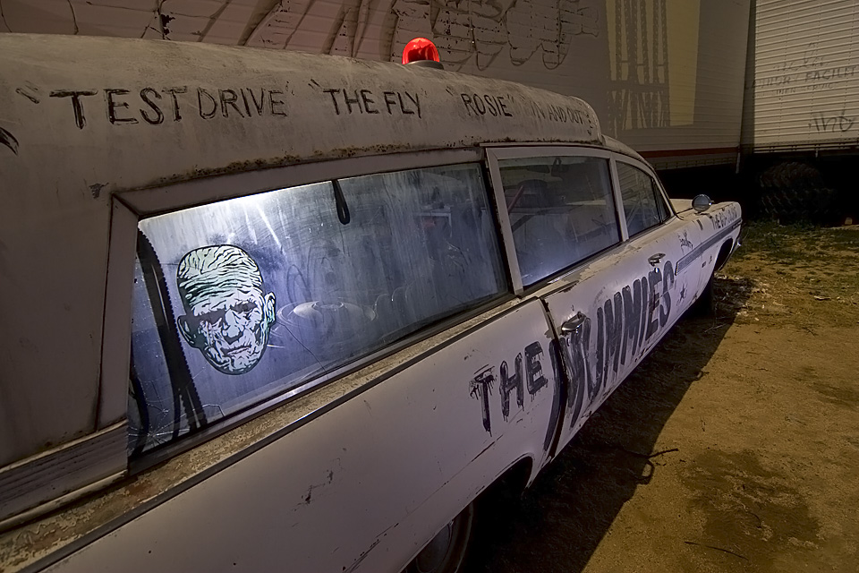 The Mummies  :::::  1963 Pontiac Bonneville Ambulance