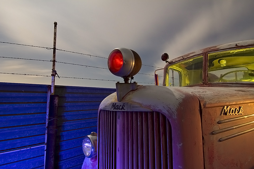 Mack's Pulsing Red Nose  :::::  1940s Mack Fire Truck