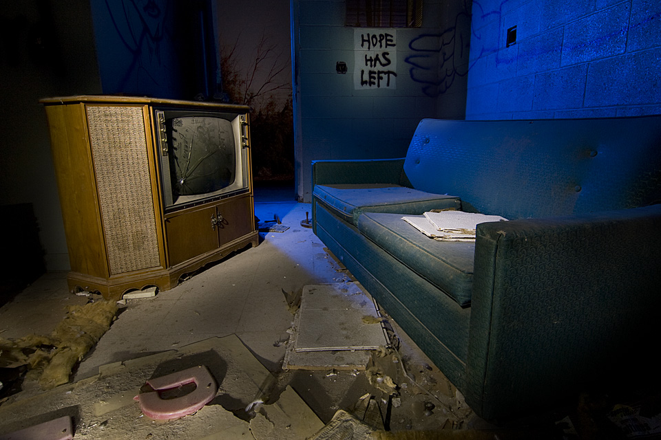 Hope Has Left :::::  2008  :::::  Never to return.  The Palms Motel, Salton Sea Beach
